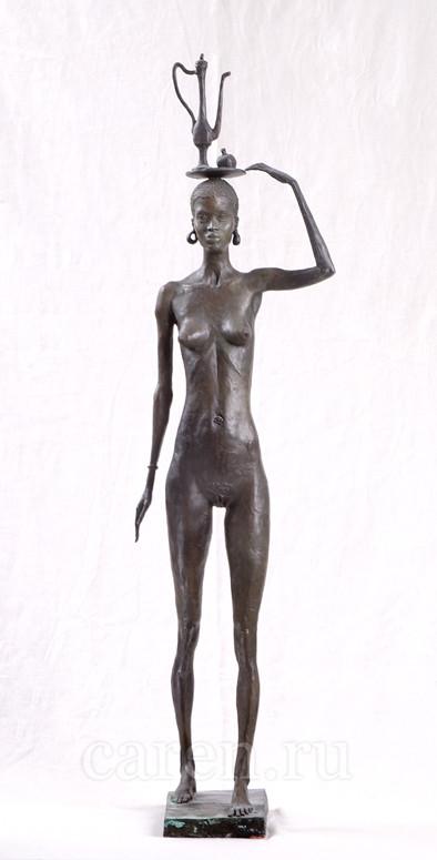 """Скульптурная композиция Ню """"Африканка, идущая с кувшином"""""""