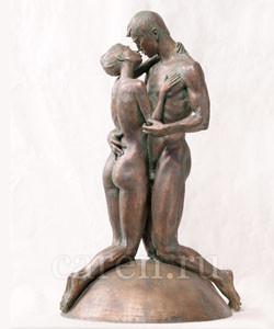 Скульптурная композиция поцелуй