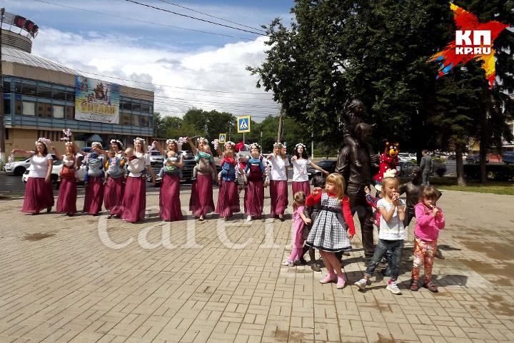 """Памятник """"Семья"""""""