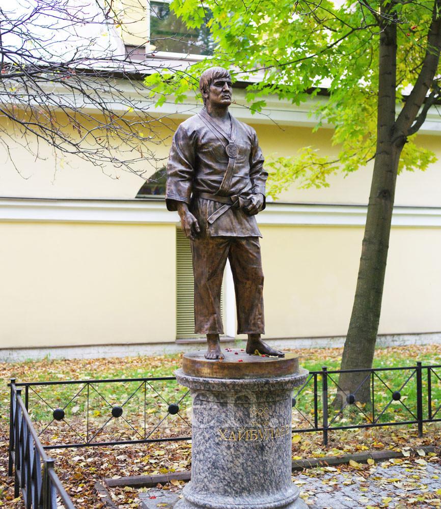 "Памятник ""Тагир Хайбуллаев"""
