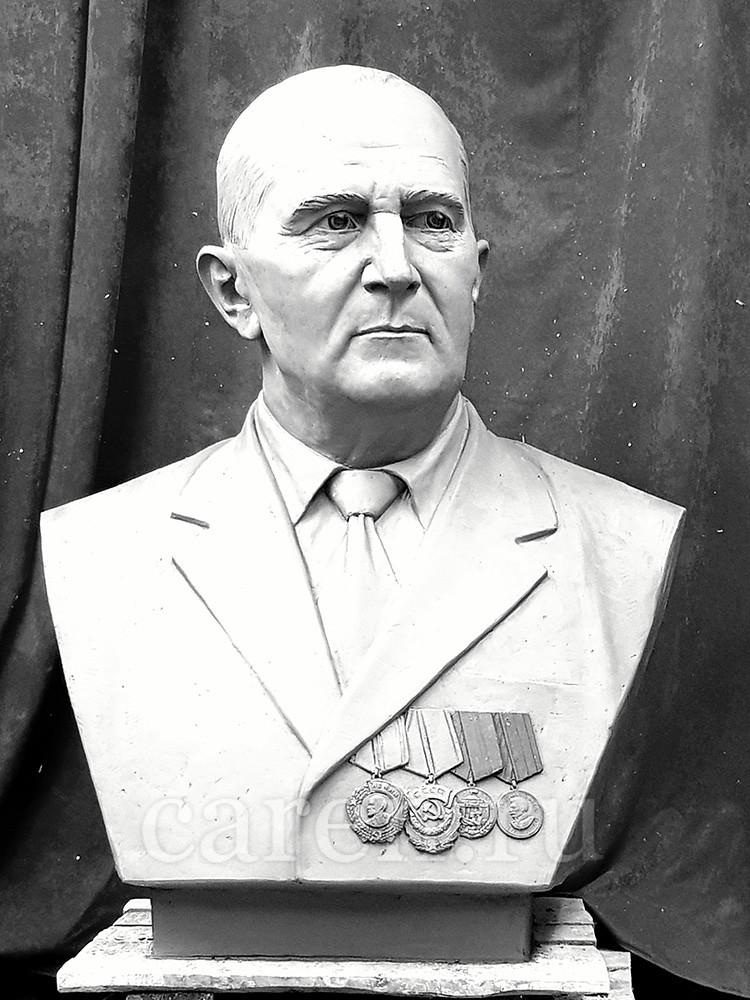 "Бюст ""Uzunkojan P.N."""