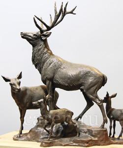 Скульптурная композиция Олени