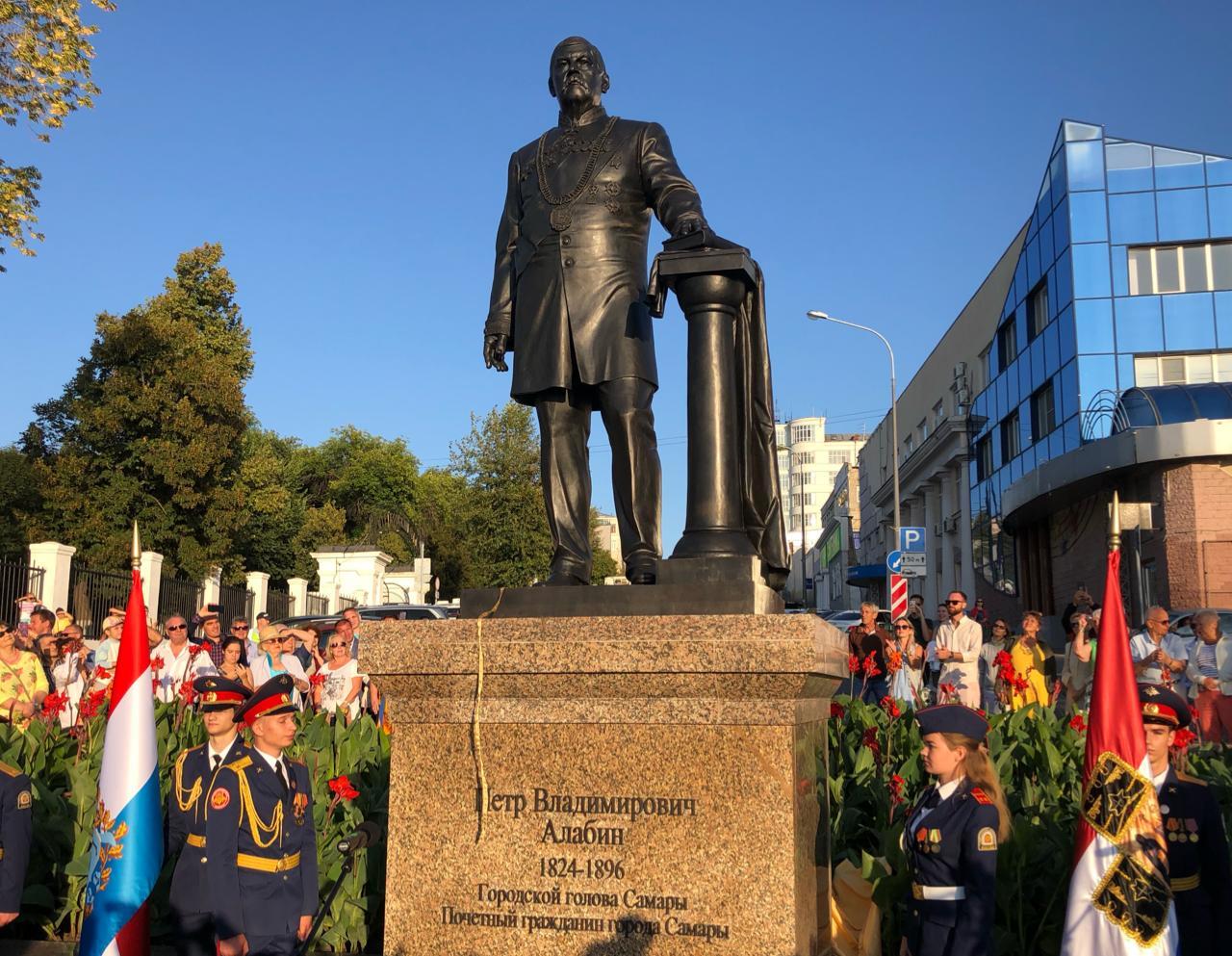 В Самаре открыли памятник Петру Алабину