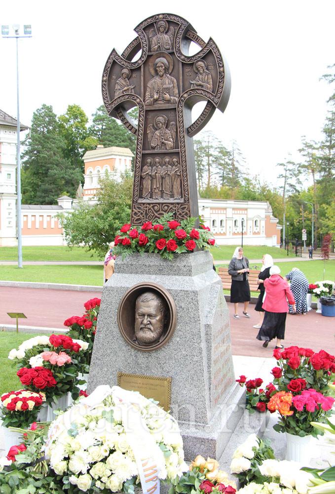 """Памятник """"Найвальт Игорь Александрович"""""""