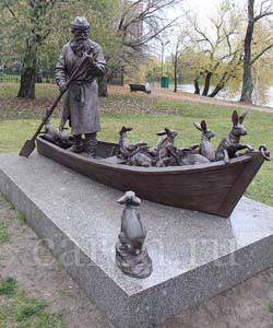 "Скульптурная композиция ""Grandfather Mazai and the hares"""